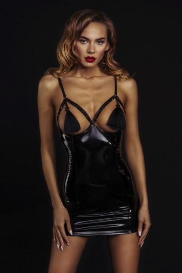 Соблазнительное лаковое платье с кисточками