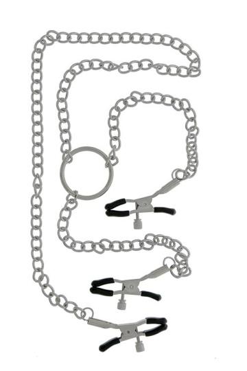Клипсы на соски, соединённые цепью с зажимом для клитора
